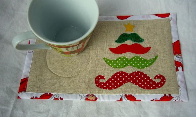 Holiday Mug Rug: Mustache Christmas Tree