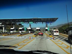 Photo: Při vjezdu do města Tuxtla se musí platit. Jeli jsme tam na prohlídku Caňón del Sumiredo.