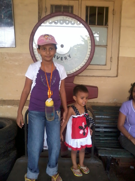 Photo: Sisters on the weighing scale, Peradeniya railway station.