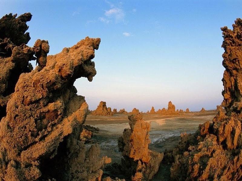 As chaminés maciças do lago Abbe