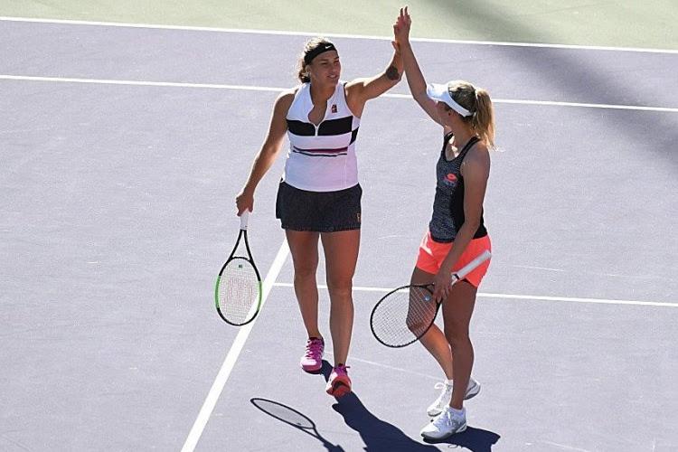 Elise Mertens en Kirsten Flipkens plaatsen zich voor de volgende ronde in het dubbelspel