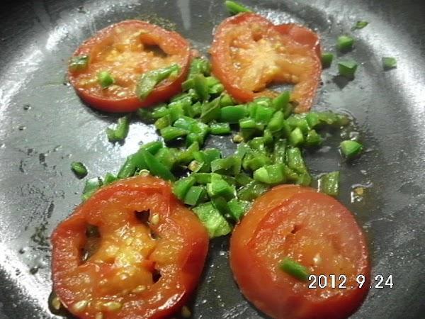 Roast tomato slices and jalapeno.