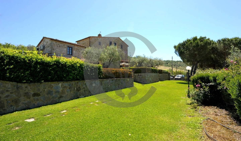Villa with pool and garden Tuoro sul Trasimeno