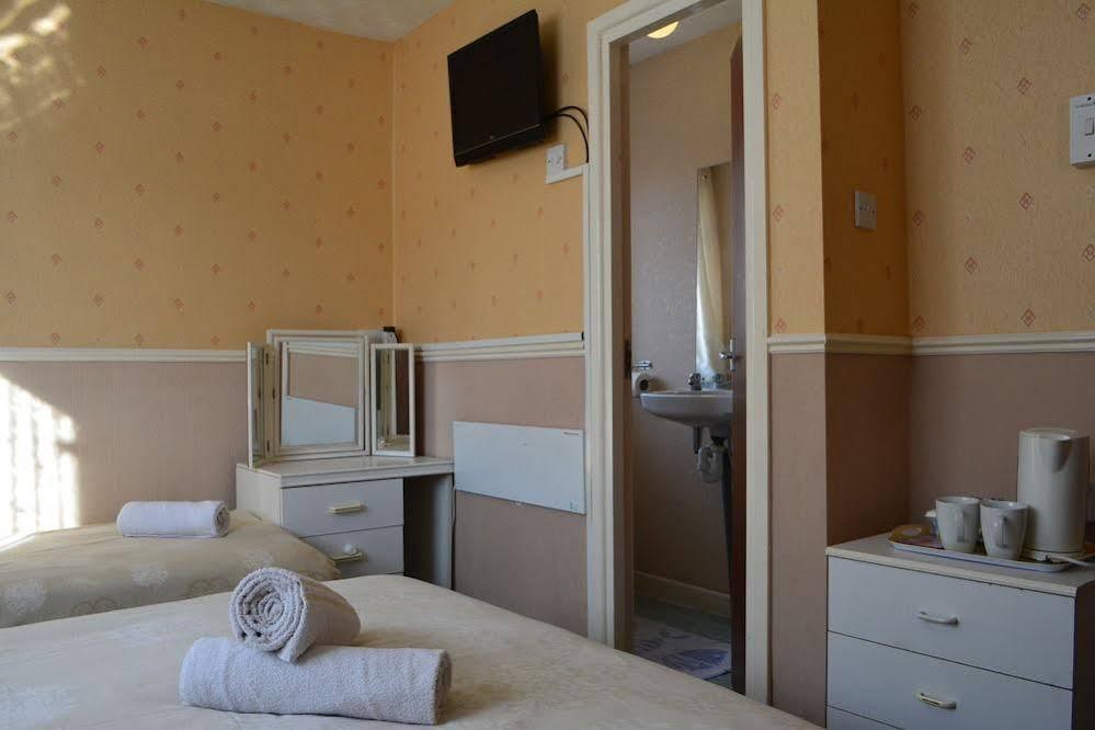 Holm Lea Halal Hotel & miniCINEMA