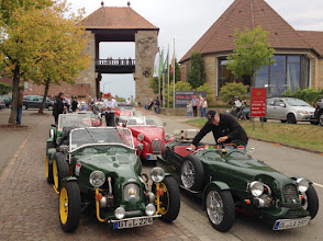 Photo: Seltsame Autos en masse.