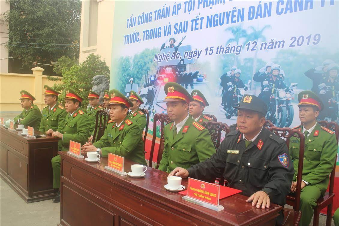 Các đại biểu tham dự lễ ra quân