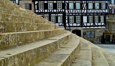 Photo: Schwäbisch Hall: Freitreppe von St. Michael und das Fachwerk des Clausnitzerhauses. Auf der Freitreppe finden jedes Jahr die Haller Freilichtspiele statt.