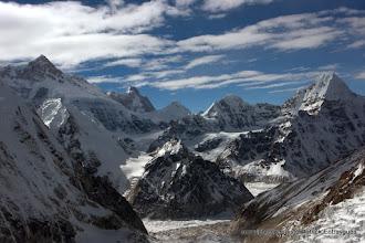 Photo: a gauche pointe du Kangbachen 7903 m , Jannu au fond -face Nord Est- à droite Chang Himal 6750m