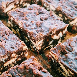 Chocolate Fridge Cake [Quick & Simple]