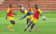 Lehlohonolo Majoro  is challenged by Buhle Mkhwanazi in training. / Sydney Mahlangu/ BackpagePix