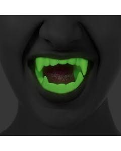 Draculatänder självlysande