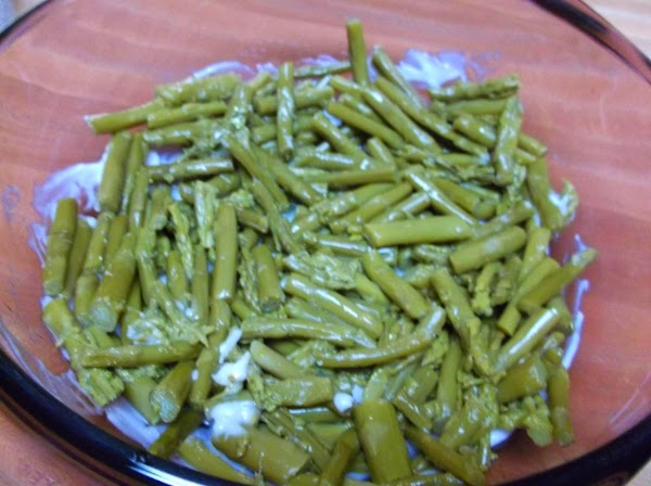 Evenly distribute 1 1/2 cans of drained asparagus in dish.