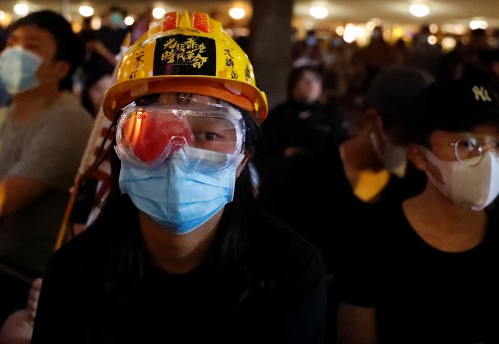 Ongeveinsde burgers van Hong Kong dring aan met hernude betogings