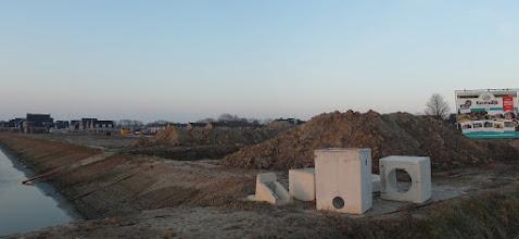 Photo: nieuwe woonwijk in aanbouw aan de oostkant in Zuid-Beijerland
