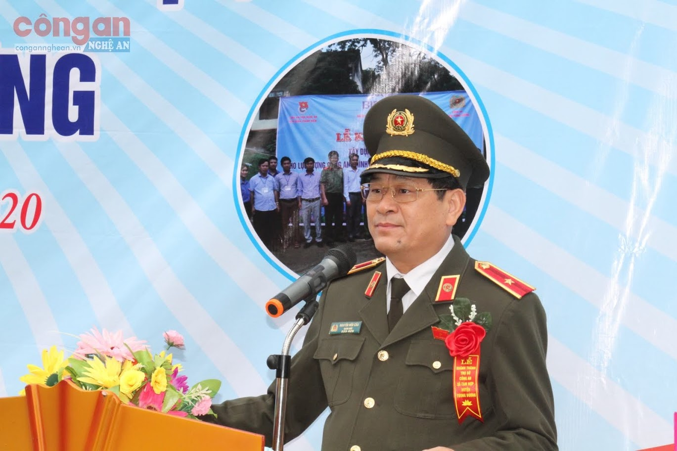 Đồng chí Thiếu tướng Nguyễn Hữu Cầu, Uỷ viên Ban thường vụ Tỉnh uỷ, Giám đốc Công an tỉnh phát biểu tại buổi lễ.