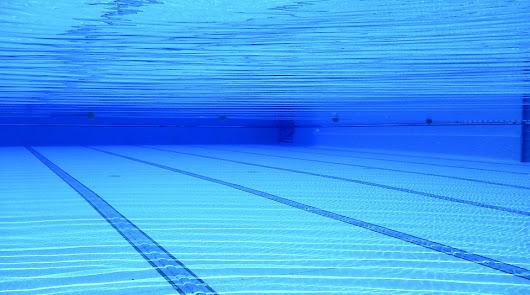 Una piscina cubierta: el PSOE de Roquetas pide una para competiciones oficiales