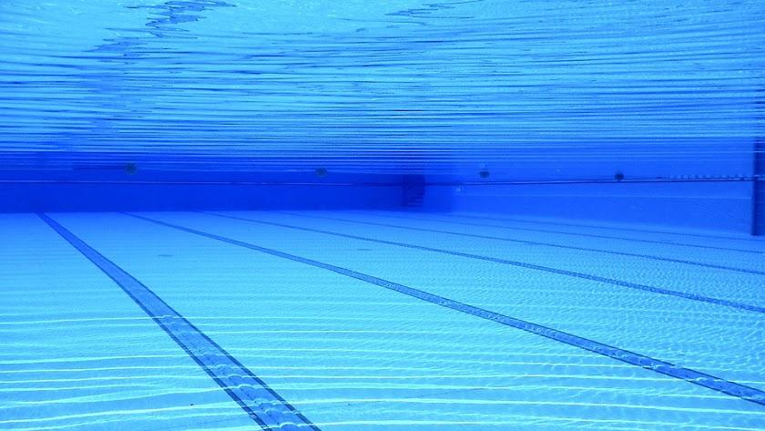El PSOE de Roquetas pide una piscina cubierta para potenciar el turismo.