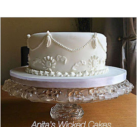 White single tier vintage wedding cake