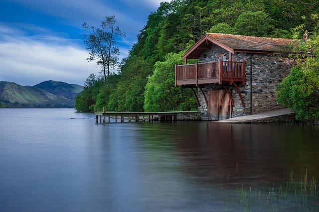 boat-house-192990_640.jpg