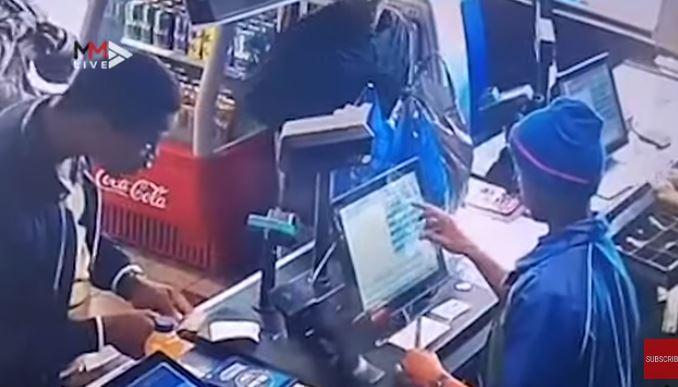 KYK | 'Chatty conmen' verwar kassiere om hulle geld te gee - SowetanLIVE Sunday World