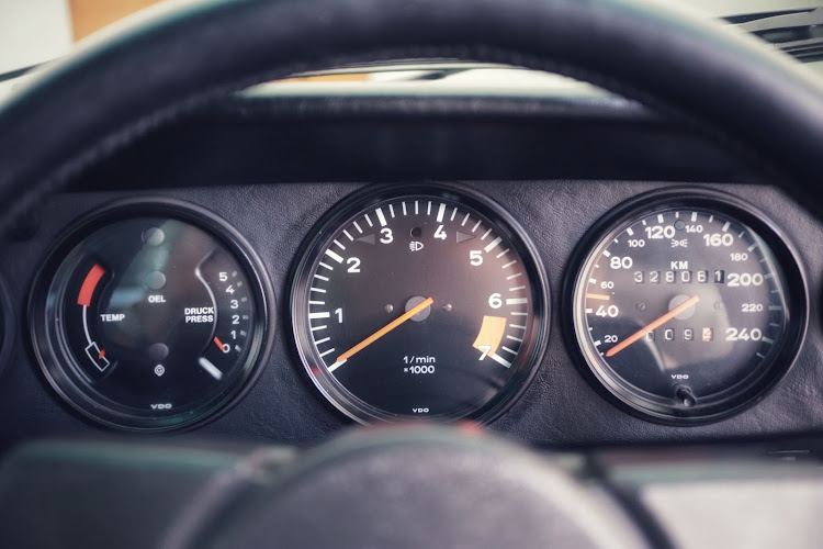 The SC instrument cluster is classic 911 with the tachometer taking centre stage.
