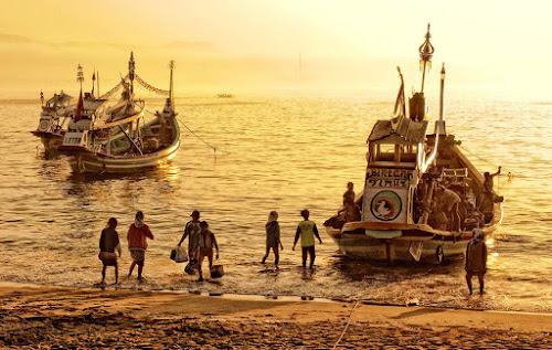 Bintank Timur by F.N. Hendrawan - Transportation Boats ( indonesia, sea, morning, boat, people, papuma )