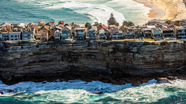 Watch Beachfront Bargain Hunt live