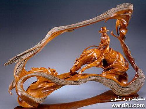 منحوتات سرياليه من الخشب للفنان Christopher White