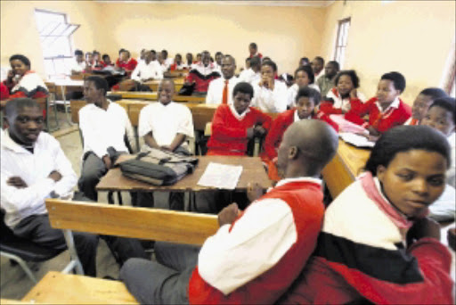 An overcrowded classroom at Nomagqwethekana Comp Tech High School near Bizana. Picture : ALAN EASON. 03/12/09. ©Daily Dispatch.