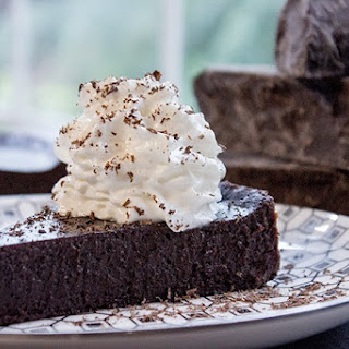 Flourless Chocolate Cake (4 ingredients!).