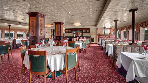 ss-legacy-klondike-dining-room.jpg - Enjoy meals using locally sourced fresh ingredients in the Klondike dining room on SS Legacy.