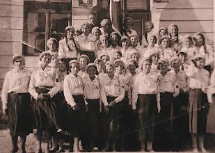 Photo: 15. Pierwsza z prawej w I rzędzie poprawiająca beret Jadwiga Freidenberg, nad nią Katarzyna Dąbrowska, przed 1936. Może to zdjęcie z uroczystości poświęcenia sztandaru z czerwca 1934? Kto jeszcze jest na fotografii? Group of young girls, before 1936, among them J. Freidenberg, K. Dabrowska. Is it June 1934? Who else is on this photograph?