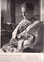 """Photo: Albert Finney vestindo as roupas de """"Lawrence da Arábia"""". Ele trabalhou 4 dias antes de largar o projeto."""