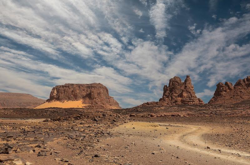 Il fascino dei luoghi aridi e desolati di Pensatore