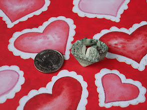 Photo: Model: Heart Ring;  Creator: Jodi Fukumoto;  Folder: William Sattler;  1 dollar;  Publication: The Guide To American Money Folds (Jodi Fukumoto) ISBN 0-93154-870-5