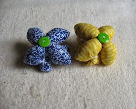 Photo: Таким же способом собираем второй «цветочек» другого цвета.