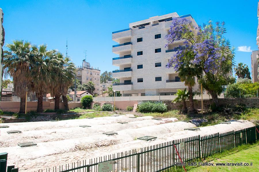 Площадка с подземным Арочным бассейном в городе Рамла