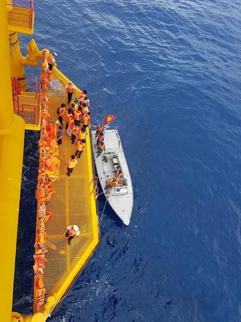 Đây cũng là chỗ dựa để tàu thuyền của bà con ngư dân ra khơi đánh bắt, khai thác các nguồn lợi hải sản trên vùng biển nước ta