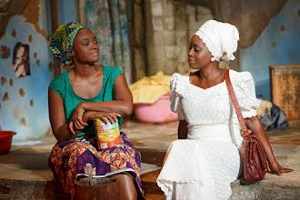 Photo: Eclisped. Saycon Sengbloh (izquierda) y Akosua Busia (derecha)