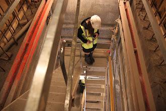 Photo: Iført sikkerhedsudstyr og gennem adgangskontrol (alle skal helt komme op igen!) påbegynder vi nedstigningen.