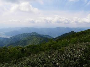 左下に鷲ヶ岳、中央に大佛寺山など