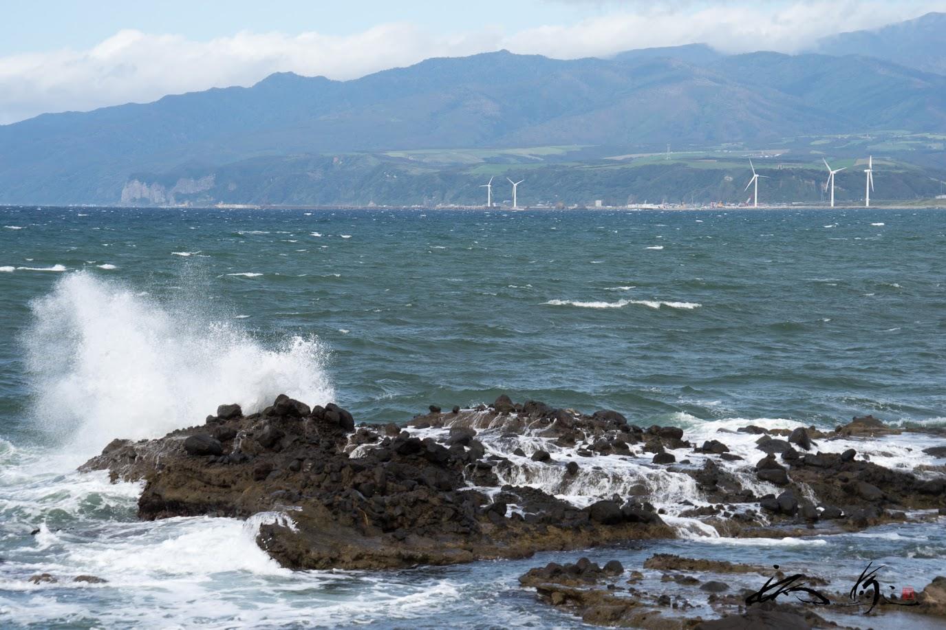 打ち寄せる波の音・・・