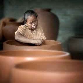 pengrajin gerabah by German Kartasasmita - Professional People Factory Workers