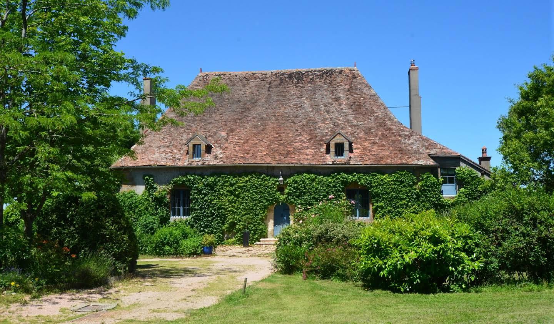 Propriété avec piscine et jardin Moulins