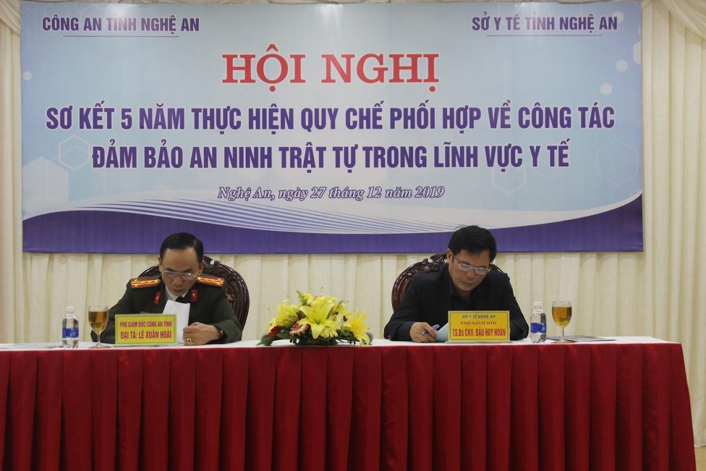 Các đồng chí chủ trì Hội nghị
