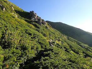中岳に向かって登る