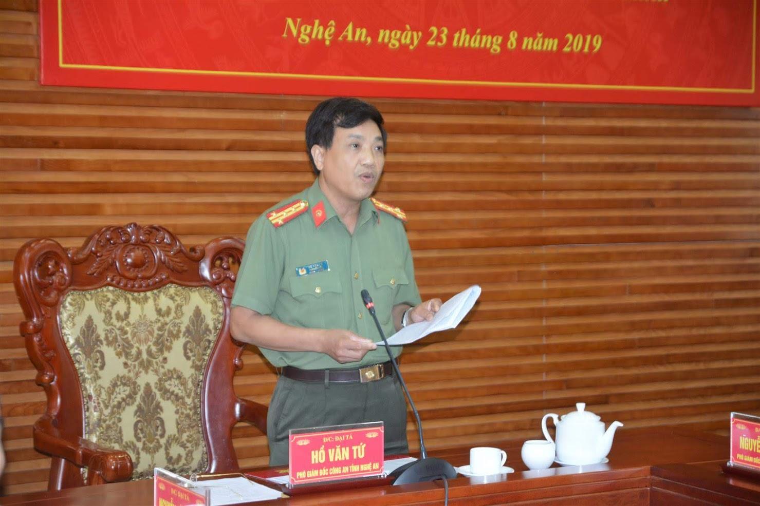 Đồng chí Đại tá Hồ Văn Tứ, Phó Bí thư Đảng ủy,                          Phó Giám đốc Công an tỉnh phát biểu tại Hội nghị