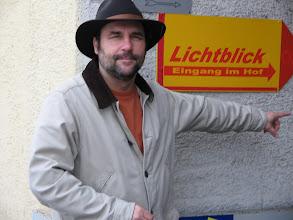 Photo: Franz zeigt den Weg