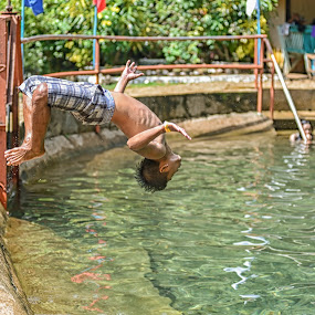 Back Diving by Ricky Cuaresma - Sports & Fitness Swimming ( backdiving, exhibition, swimming )