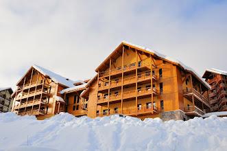 Photo: Vue sur les balcons de la résidence Deneb, à Risoul dans les Alpes du Sud.